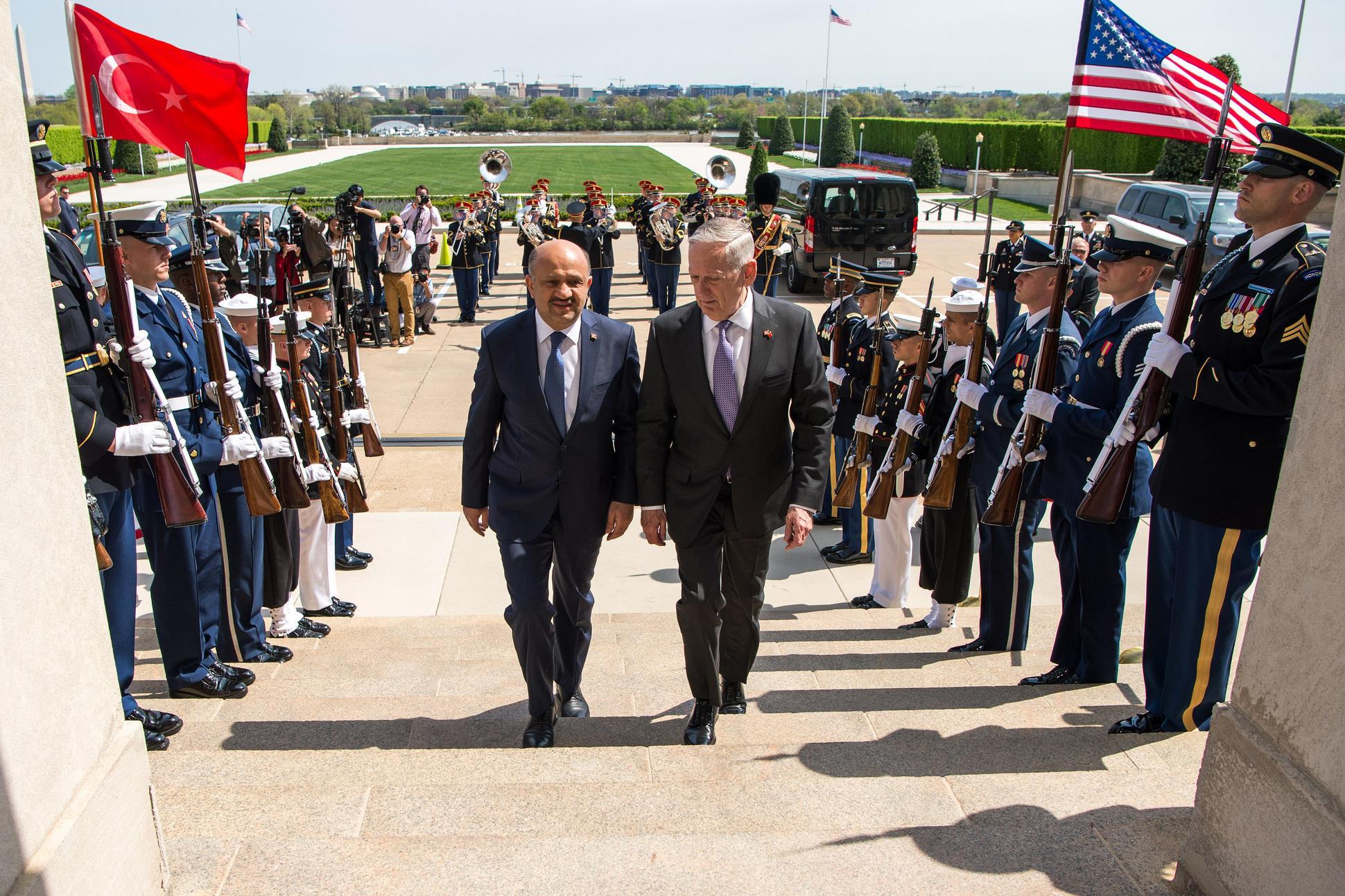Defense Secretary Jim Mattis, right, welcomes Turkish Defense Minister Fikri Işık to the Pentagon