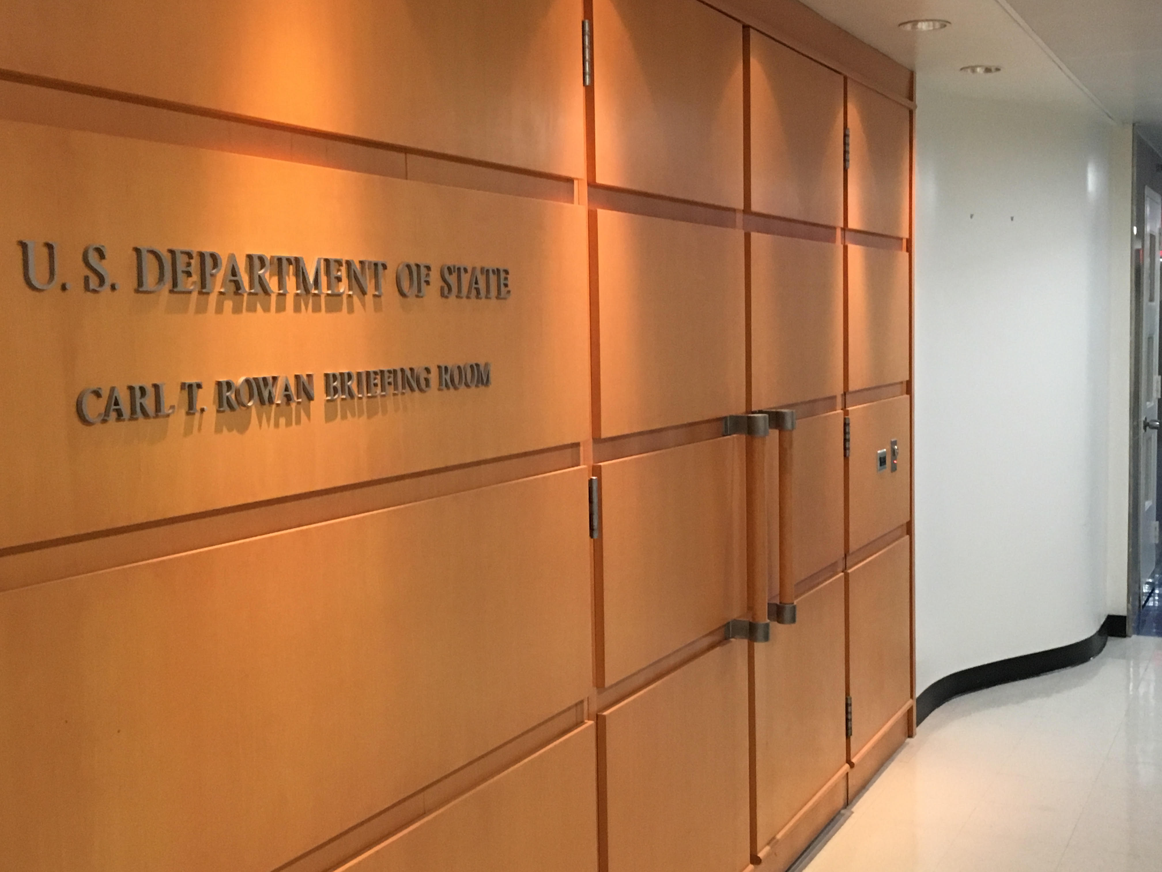 State Deoartnetb Briefing Room door