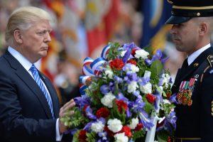 Trump laying wreath
