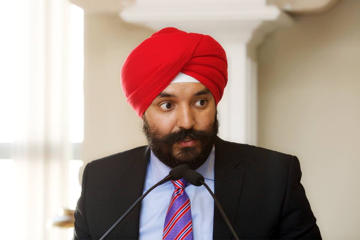 US Lawmaker Reacts as TSA Humiliates Canadian Sikh ...