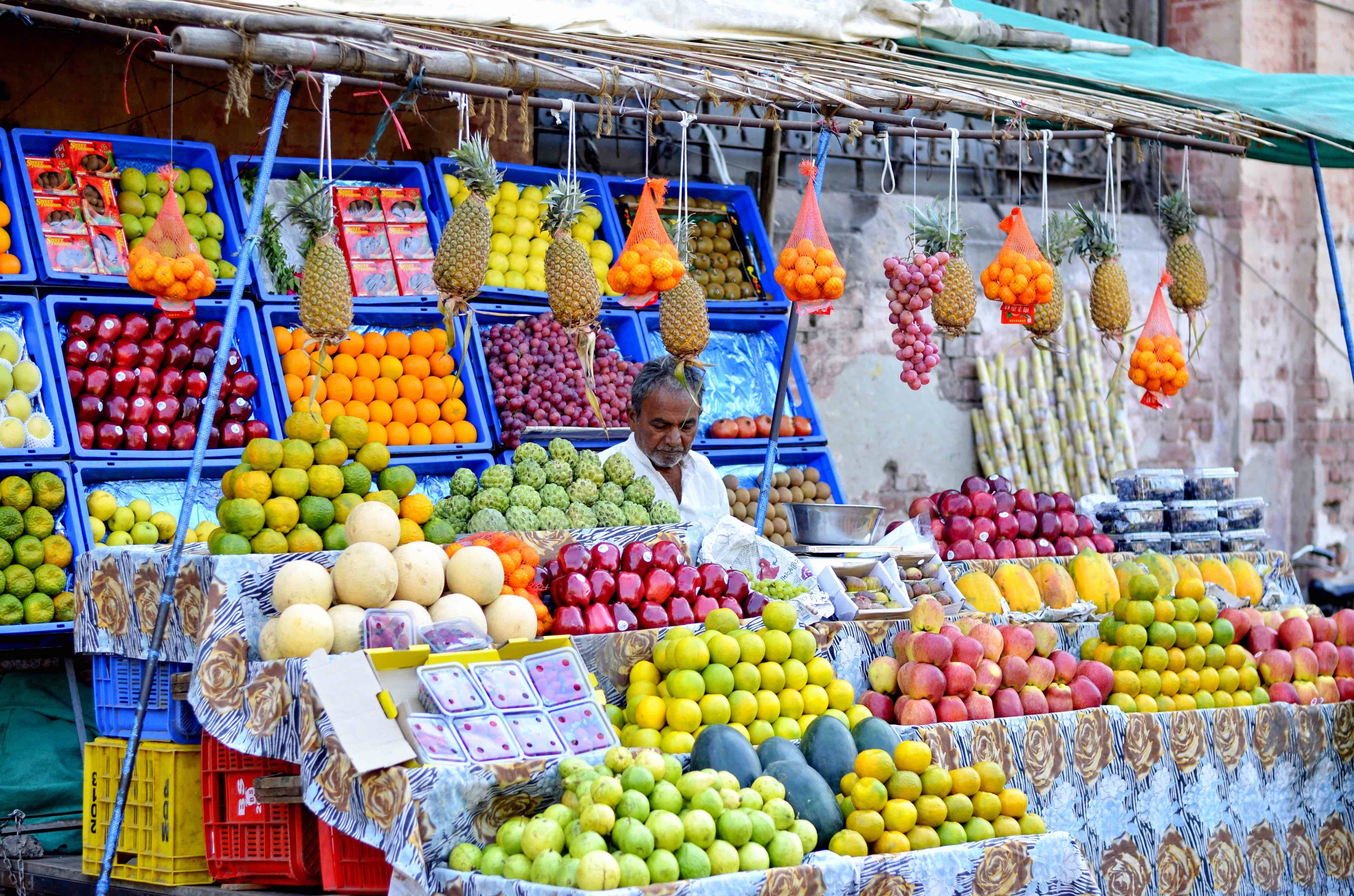 India fruit market for web