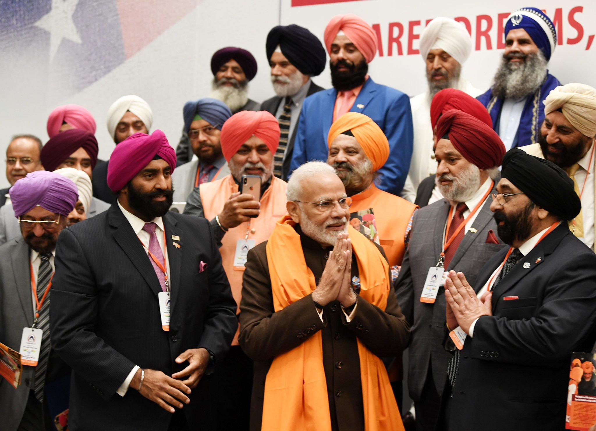 Modi with Sikhs