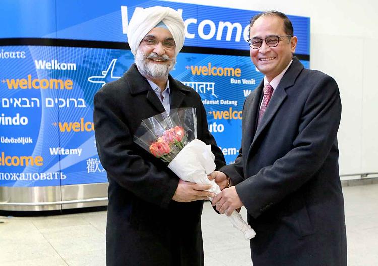 Sandeep Chakravorty welcomes Sandhu at JFK